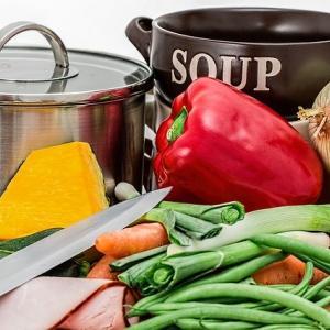 冷蔵庫の残り野菜で作れる、簡単野菜スープ