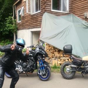 YAMAHAの「NIKEN(ナイケン)」というバイクで、片道約500kmを走って、ランチを食べてまた約500kmを走って帰った友人