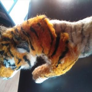 羊毛フェルトで「トラ」の足を作る!!