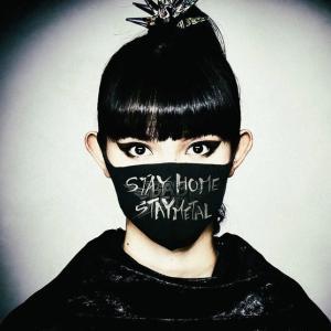 BABYMETALの「STAYHOME 、STAYMETAL」の写真はフォトグラファー宮脇進さんの作品