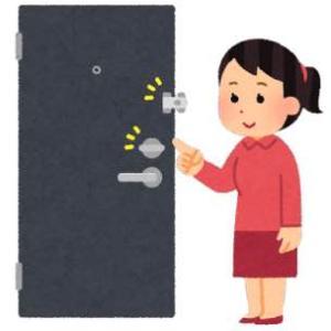 認知症の徘徊対策は、外に出られないようドアに補助錠取り付けて
