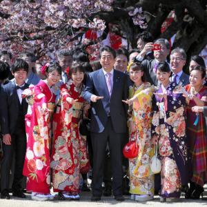 【波紋】安倍晋三首相主催「桜を見る会」に統一教会関係者も招待していた