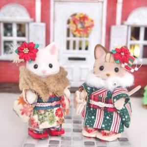 つまみ細工のポインセチアをミニチュアサイズで、クリスマスにも合う着物