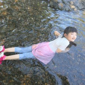 娘と2人の川遊び