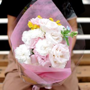 豊岡市千代田町にある花屋「あずみ花店」で母の日の花束を選んだよ!