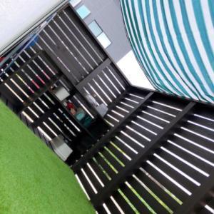 ウッドデッキにサンシェードと人工芝を設置してたよ!
