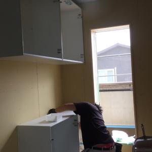 キッチンの組み立て。