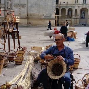 復活! 1400年代のレッチェ・ドゥオモ広場の市場