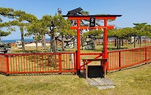 女性の参拝者にご利益あり。境内からは琵琶湖を一望『唐崎神社』