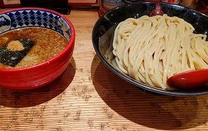 メニュー豊富なつけ麺専門店『三田製麺所』