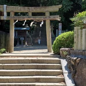 運が開ける大楠のご利益あり。『石神社』