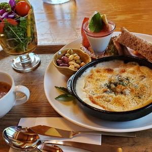 素敵なロッジ風のcafeでランチとデザートはいかが?『LOG CAFE It's』