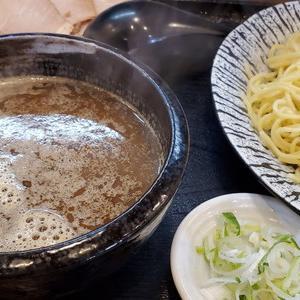 これぞ大阪流?進化系つけ麺が食べられるラーメン屋『金の玉子』