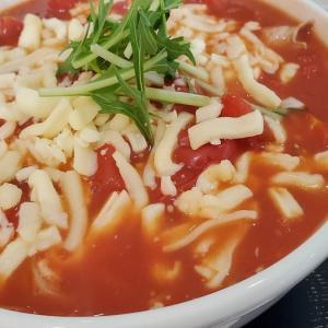 トマトチーズと徳島ラーメンのツートップが光る『やまふく』