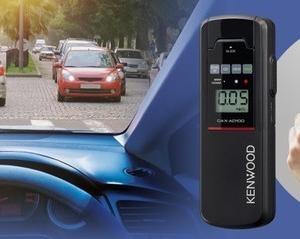 呼気中のアルコール濃度を測定できる検知機