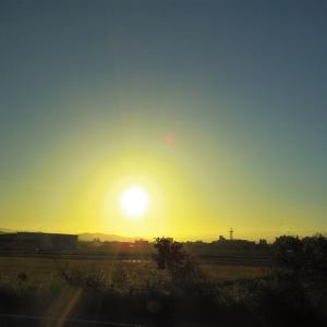 10月の黄昏、車窓より。