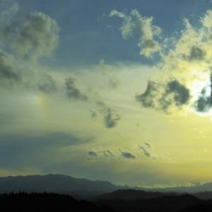 秋の夕暮れ、とけてゆく虹色。