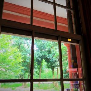 窓の向こうの夏。