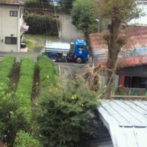 給水車がやってきました。