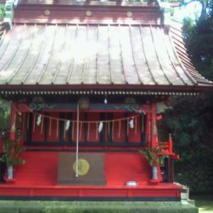 神社本殿の中を清掃しました。