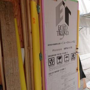 泉佐野市H様邸 玄関ドアが付きました
