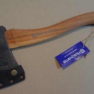 薪割りには鉈と斧のどっち?