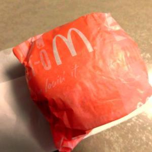 お昼ごはん『マクドのハンバーガー』