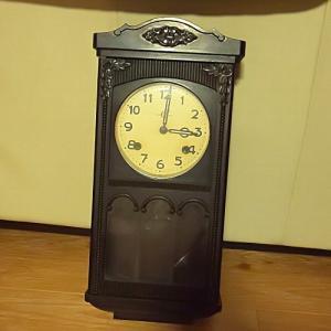 アンティークな振り子時計