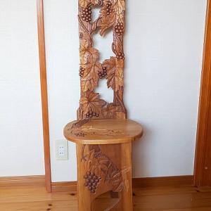 手彫りの椅子を作った人