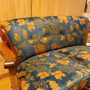 ソファは小さいほうが良かったこととか、雨の休みの過ごし方とか。