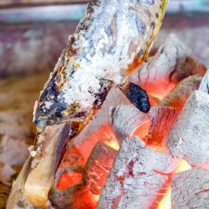 新鮮な山女魚の塩焼きと背越しと旬の野菜をいただきました『つげ』