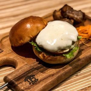 ボリュームと食材のこだわりとオシャレを兼ね備えたハンバーガー屋『B.B.M ROPPONMATSU』