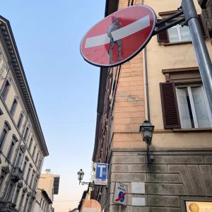 イタリアらしい標識