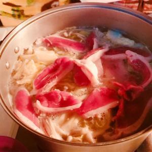 キャンプ男子メシ部(夜ご飯) 寒い季節は鴨鍋で決まり!〆にうどん・蕎麦、翌朝は雑炊まで楽しめる一品。