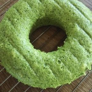 今日のおやつは小松菜ケーキ