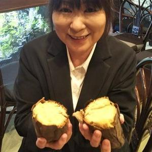 糸ちゃん芋を食べるの図(#^.^#)