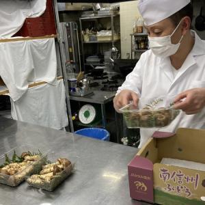 採れたて‼️ 松茸連日豊作です‼️ イケメン調理長 お客様に喜んで頂いております❤️