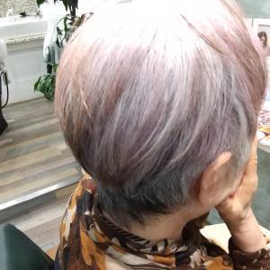 シルバーヘアを淡いピンクにしたくて♡