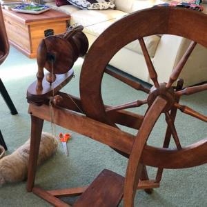 スピンドルと糸紡ぎ車で、初糸紡ぎ