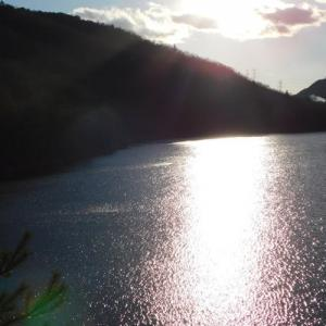 ダム湖の夕暮れ