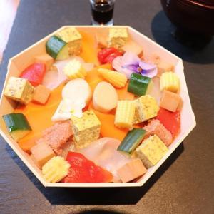 【このちらし寿司、野菜と穀物でできている】