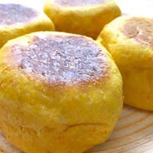 人参のすりおろしがたっぷり!フライパンやオーブンで作れる「ほんのり甘いキャロットパン」