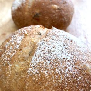 【試作】食物繊維たっぷり!ヨーグルトとの相性も合う「ベーコンとオニオンのライ麦パン」