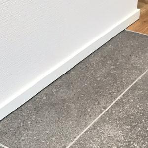 玄関タイルが決まれば、家が変わる!リクシル「ストラタス(IPF-600/SIT-22)」で玄関ホールをかっこよくする方法とは?