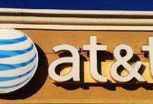 【T】139億ドルの大赤字でもAT&Tの株価が暴落しない理由
