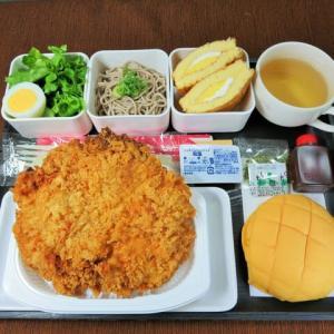 なんちゃって機内食「機内食チャレンジ_449」大鶏排(巨大チキンカツ)