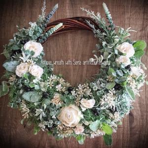 セリアの造花でオトナかわいいリース
