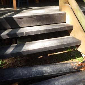 デッキ階段の修理♪ 茅野市チェルトの森