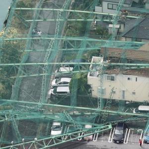 【悲報】ゴルフ練習場の倒壊ポール、1週間経っても撤去作業始まらず!!!!!!!!!!!