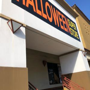 LAの大型ハロウィン店の背筋が凍る〜怖い〜出来事!?♡